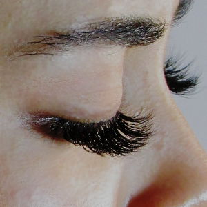 Hollywook Look 3D lash extensions for 200€