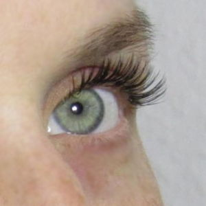 Natural comfortable 3D lash extensions for 120€